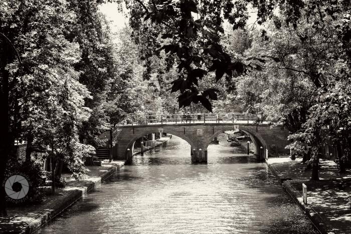 Kanal mit Brücke in Utrecht