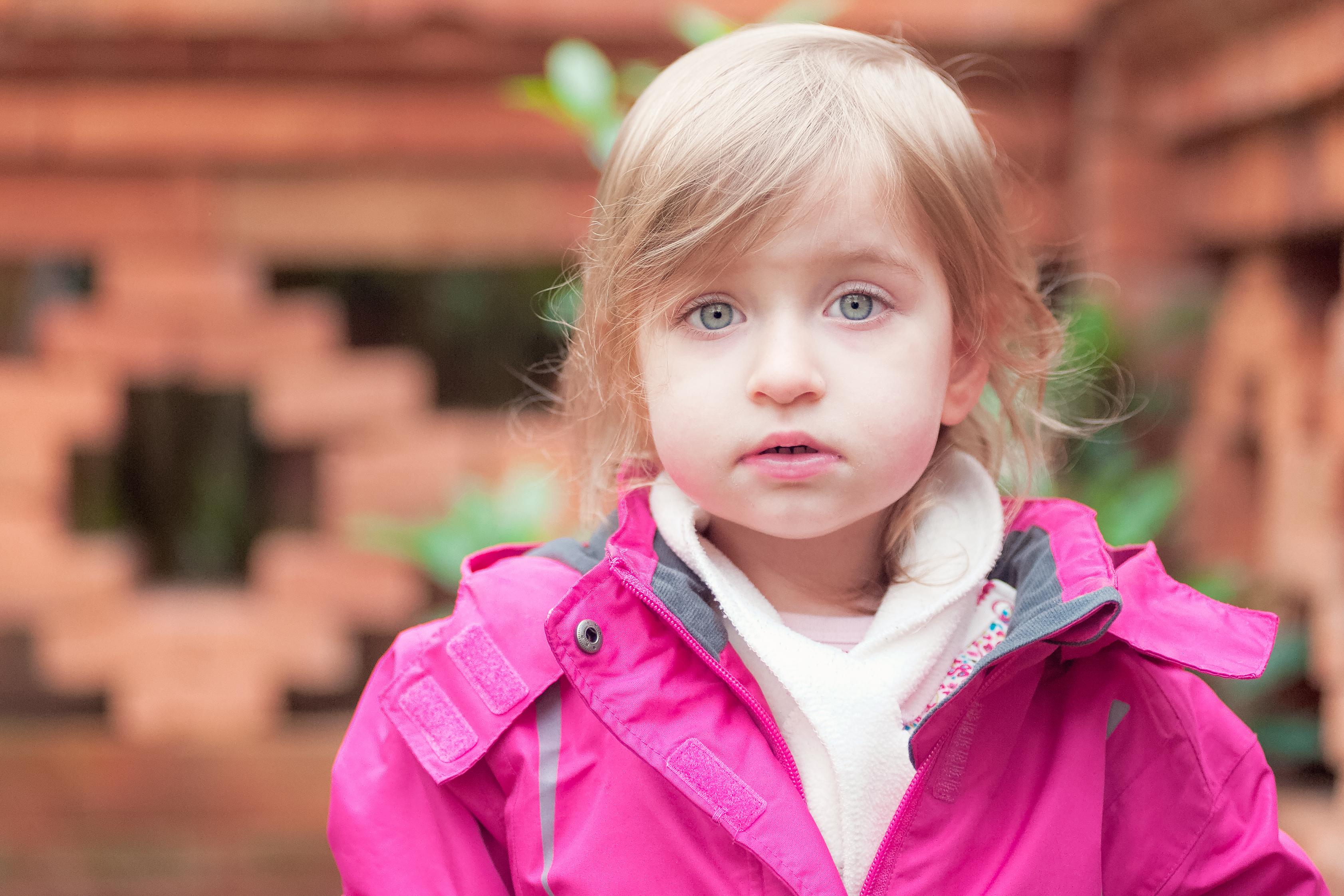 Elina - natürliche Kinderfotografie in der Gärten der Welt