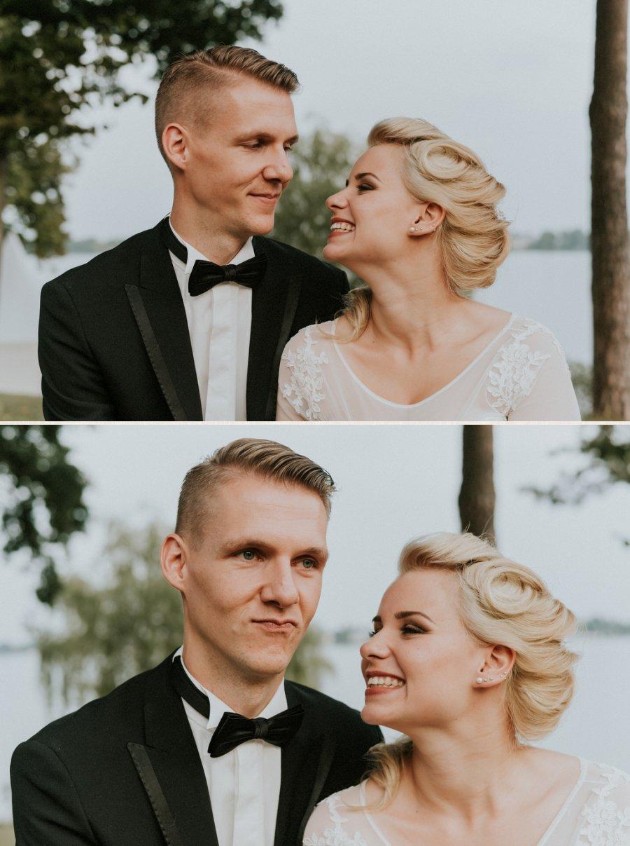 Paarfotos, Sarah neckt Gregor.