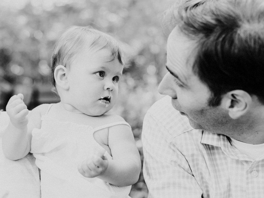 Familienshooting in Berlin - Papa schäkert mit Tochter